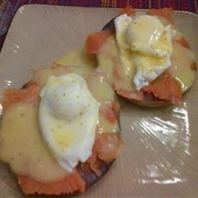 gerookte zalm eieren benedict voor twee