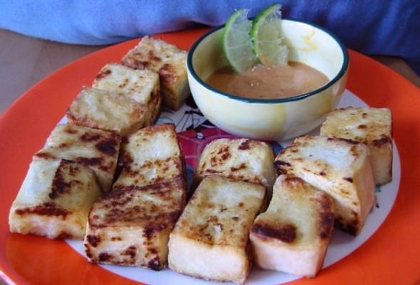 gefrituurde tofu met pittige pindasaus