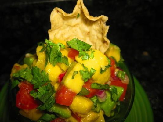 avocado, tomaat en mangosalsa