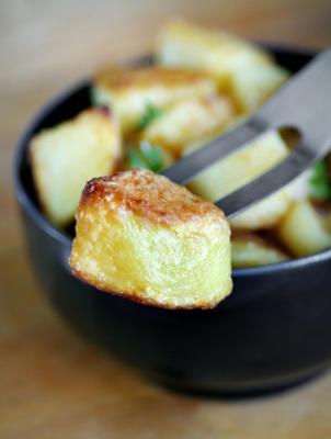 gebakken knoflookaardappelen