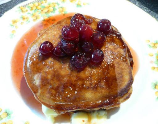 peperkoek pannenkoeken met cranberry-ahornsiroop