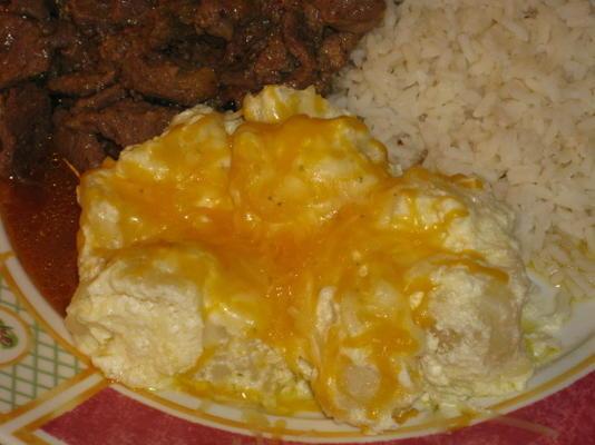 boterachtige zure room aardappelen (pappas con mantequilla)